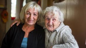 Absalon og VIA sammen om kurser i værdig ældrepleje