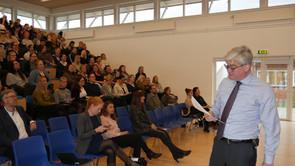 Studerende og Søren Pind talte om tid til relationer